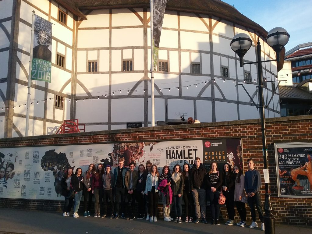 5th Years at the Globe